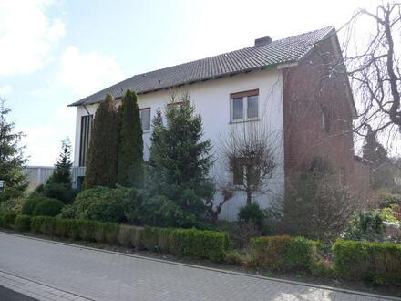 Viele Möglichkeiten in attraktiver Lage von Ostscheid: Zweifamilienhaus mit Ausbaureserve!