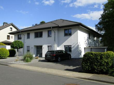 Hiddenhausen - Neuwertig und schick!