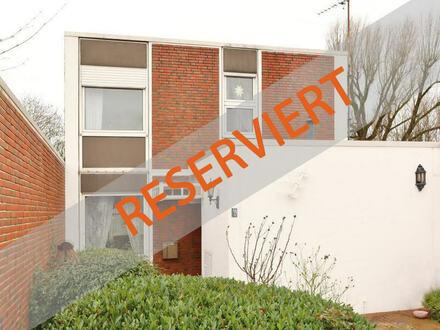TT bietet an: Wohnhaus am Fort Schaar mit Wasserlage!