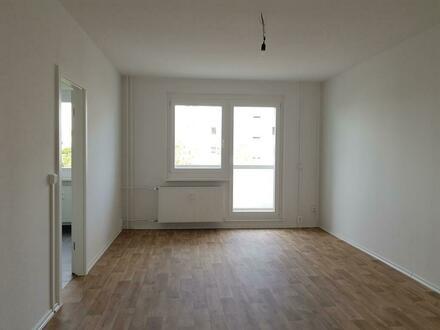 Keine Lust auf 08/15-Wohnung? 2 Zimmer mit großem Tageslichtbad, Wanne und Dusche und Balkon
