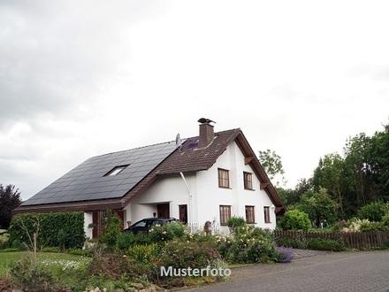 Mehrfamilienhaus mit Zubau