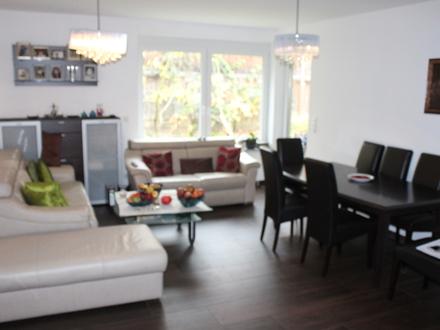 LAYER IMMOBILIEN: Gartenwohnung: ruhig, aber zentral gelegen 4-Zimmer mit viel Platz für die Familie
