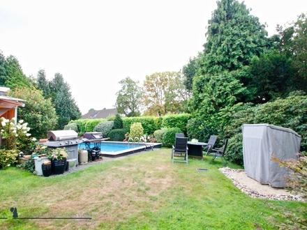 Modernisierter Bungalow mit traumhaften Blick ins Grüne und Pool sucht Familie!
