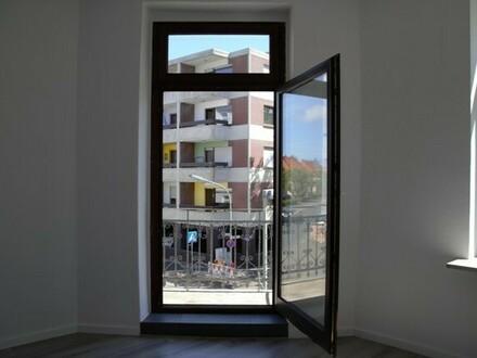 Vollsanierte 2-Zimmerwohnung mit komplett ausgestatteter Einbauküche und französischem Balkon