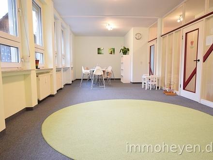 Zentrumsnahe Erdgeschoss-Büro-/ Praxisräume mit Garage und Stellplätzen