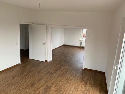 ERSTBEZUG NACH KERNSANIERUNG - Lichtdurchflutete Eigentumswohnung mit großer Dachterrasse