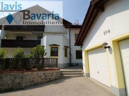 große Erdgeschoßwohnung mit Garten und Balkon - zwei Eingänge, großes Büro/ Hobbyraum