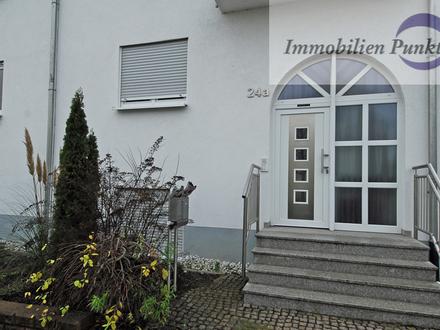 ImmobilienPunkt***Riesige Doppelhaushälfte mit 2 Stellplätzen in sonniger Lage von Bodenheim!