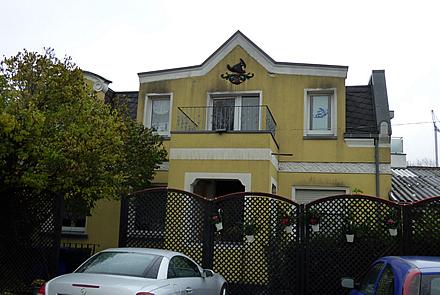 Apartmenthaus mit 5 Wohnungen u.Nebengebäude