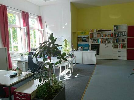 Arbeitsplatz in zentral gelegener Bürogemeinschaft in Detmold.