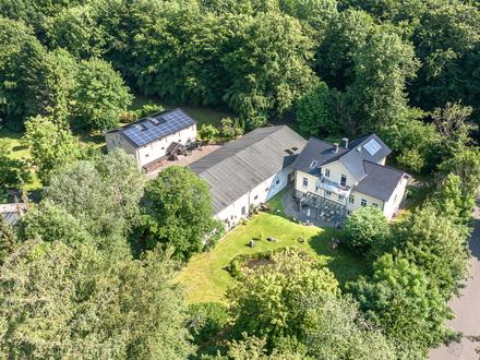 Traumhaftes Anwesen mit Altbauvilla, Landhaus und Scheune auf parkähnlichem Grundstück in Strandnähe