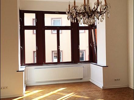 EXKLUSIV & STILVOLL 3 Zimmer Altbauwohnung mit Balkon im Herzen der Aschaffenburger-Innenstadt!