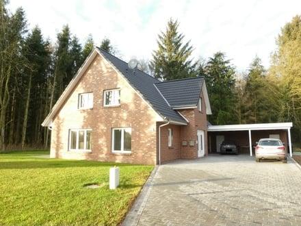 Exklusive EG-Wohnung mit Kaminofenanschluss, Garten und Carport am Waldrand in Rastede
