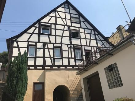 Schönes Fachwerkhaus mit Grundstück, Garage und Gewölbekeller