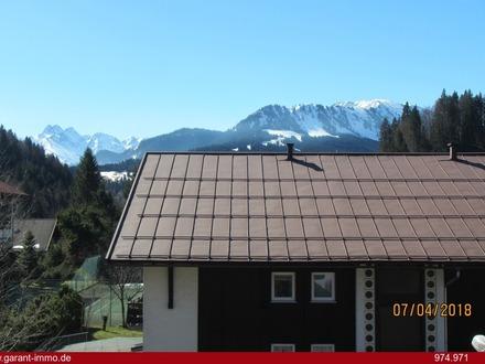Urgemütliche Dachgeschoss-Wohnung mit Bergblick!