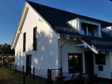 Niedrigstenergiehaus, neuwertig, sparsam, schick in Ingelheim zu vermieten