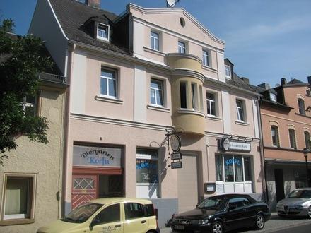 StadthausmitattraktivenWohnungen,beliebtemRestaurantundImbißinLauflage, saniertundsehrgepflegt..