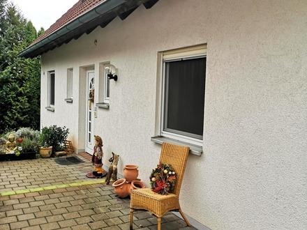 Großzügiges, herrlich gelegenes Einfamilienhaus mit Einliegerwohnung oder Praxis!