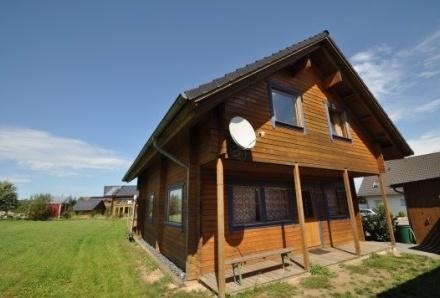 2 baugleiche Holzhäuser für die große Familie in sehr ruhiger Traumlage...