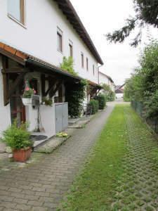 Reihenmittelhaus mit Garten und Garage in Burghausen zu vermieten