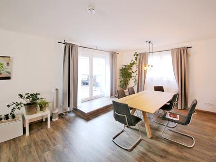 **Frei nach Absprache-tolle Wohnung mit Haus-Charakter - zwei Etagen - eigener Zugang - Topzustand**