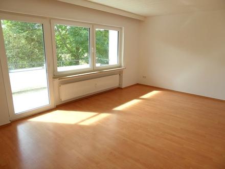 WG-taugliche, nicht abgeschlossene 3-Zimmer-Wohnung mit Balkon im Gewerbegebiet von Ulm/Söflingen.