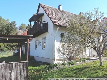 Kleines, gemütliches Wohnhaus mit Garage, Schuppen und schönem Grundstück