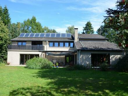 """Vossberg: Sehr großzügiges Einfamilienhaus mit Einliegerwohnung, Garagen und Vollkeller, ideal auch als """"Mehrgenerationenhaus"""""""