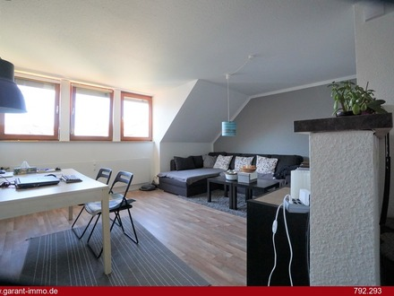 * * * Schicke Dachgeschoss-Wohnung im Zentrum von Ulm * * *