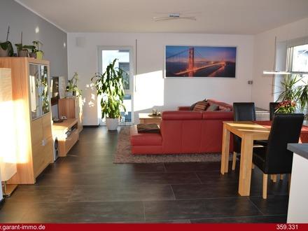 Hochwertige, moderne 3 Zimmer-Wohnung mit Balkon und Dachterrasse