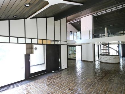 Freistehendes Haus mit gr. Garten und Doppelgarage