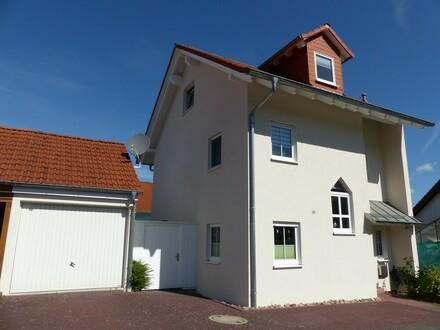 Geräumige, gepflegte Einfamilien-Doppelhaushälfte mit Garage und Garten