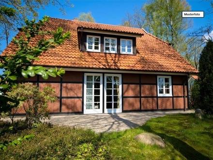 Einfamilienhaus mit Einliegerwohnung in 68789 St. Leon-Rot, Rheinstr.