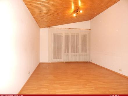 Schöne 2 Zimmer-Wohnung mit Einzelgarage und großem Balkon
