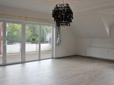 5157 - Große 5-Zimmer-Wohnung mit Balkon und EBK im Edewechter Ortszentrum! WG-geeignet!
