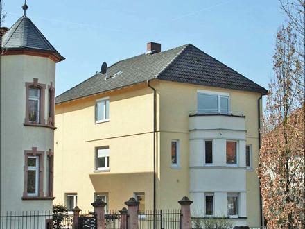 Helle 3-Zimmer Altbauwohnung mit Balkon in begehrter Lage in Aschaffenburg