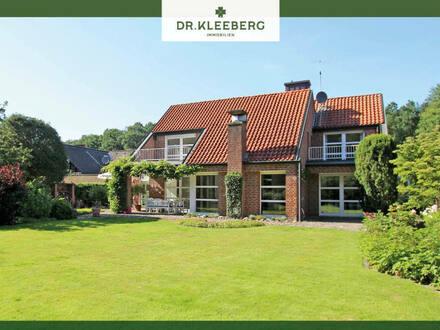 Außergewöhnliches Architektenhaus mit Einliegerwohnung und Traumgarten in ruhiger Sackgassenlage von