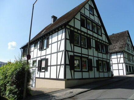 Gepflegte Etagenwohnung mit Garage in 3-Parteien-Haus in zentraler Lage von Hilchenbach