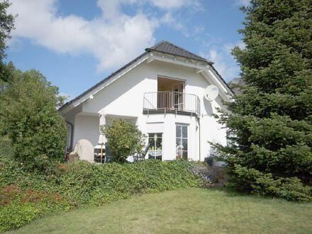 Gepflegtes Einfamilienwohnhaus mit Einliegerwohnung und Doppelgarage in wunderschöner sonniger und ruhiger Wohnlage von…