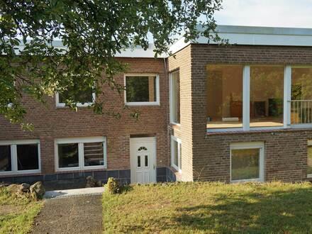 Gepflegtes und umfangreich renoviertes Einfamilienhaus mit Einliegerwohnung in sehr ruhiger Wohnlage