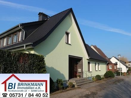 Löhne Mennighüffen - Zweifamilienhaus in ruhiger Siedlungslage mit viel Platz und großem Garten!