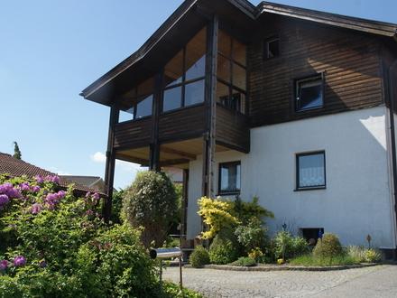 Zentrales Wohnhaus mit 3 Wohneinheiten in guter Lage mit Blick in den Bayerischen Wald