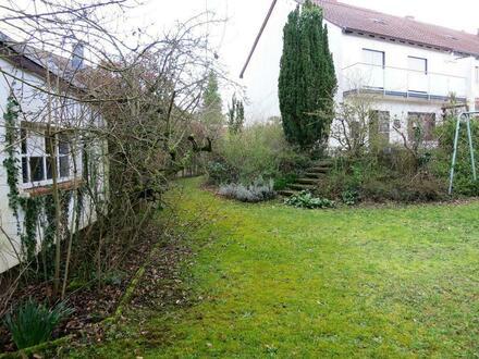 Reihenendhaus für mit großem Grundstück für Gartenliebhaber