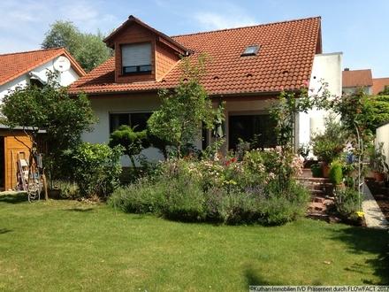 Gepflegtes 1-2 Familienhaus mit Blick ins Grüne!