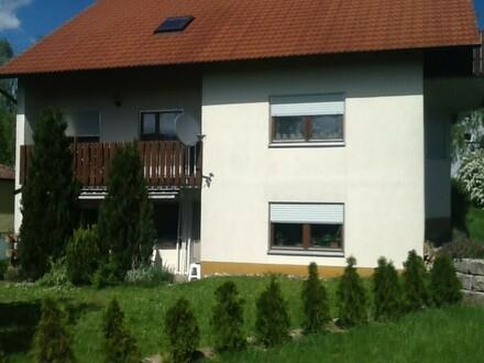 Kirchberg: 3,5-Zi.-Whg.in 3-Fam.-Haus, ruhige Lage, 82 m², EBK, gr. Terr.,...