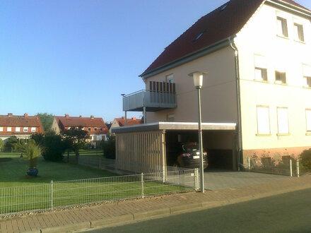 ruhige 2 Zi-Whg mit großer Küche, Duschbad, Balkon, Carport - Rinteln-Süd
