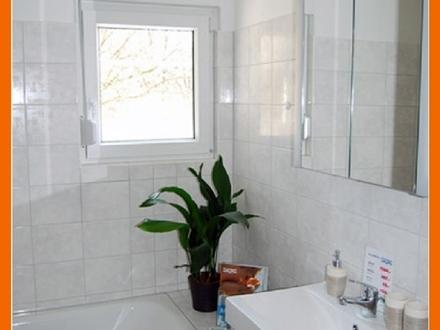 Niedrige Heizkosten im Energiesparhaus! Bad mit Fenster, Aufzug + Balkon in grüner Südwesthanglage!