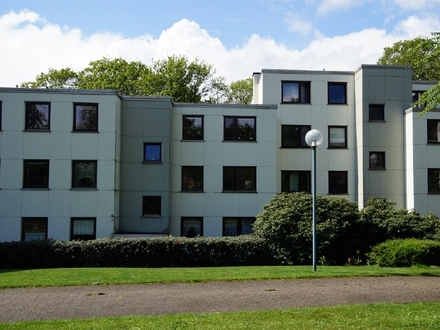 Blick ins Grüne gesucht: 3-Zimmer-Wohnung mit Schwimmbad/Sauna