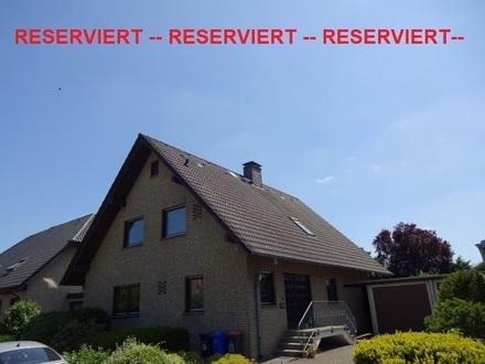 *** RESERVIERT ***  In diesem bildschönen und großflächigen Einfamilienhaus,...