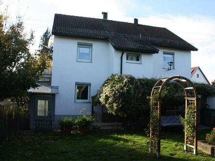 Zweifamilienhaus mit zusätzlicher kleiner Dachgeschosswohnung und herrlichem Garten in Neresheim-Elchingen !